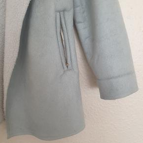 Super smuk jakke, brugt 1 gang, så derfor i perfekt stand. Den er virkelig dejlig at have på!
