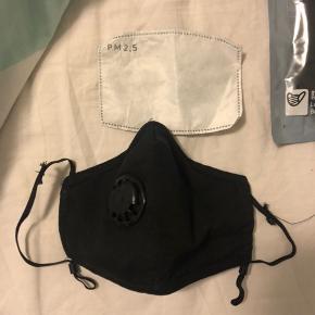 Rejse maske  Masks i god kvalitet, med low air resistance og lettere vejrtrækning  PM2.5 filter medfølger som kan vaskes efter brug på 30 grader.