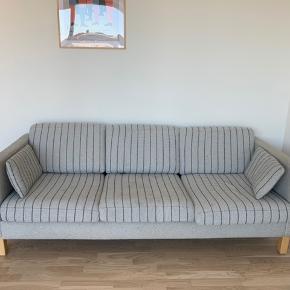 Sælger denne sofa billigt pga flytning. Kan hentes den 5. April.   Er åben for bud.