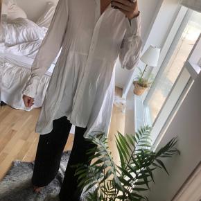 Skjorte kjole/tunika - fin fx med både shorts under til sommer eller jeans :)
