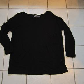 #30dayssellout  Lækker bluse fra Nü By Staff Woman med lange ærmer og brystlomme. Blusen er kun brugt 2 gange og er som ny.