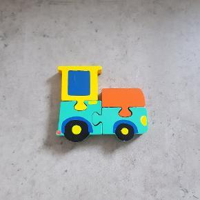 Traktor puslespil. Den er i pæn stand, og er fra røg og dyre fri hjem. Helst gerne kontant, da det er til min søns sparegris. Den kan afhentes i 6700, eller sendes hvis porto bliver betalt.