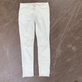 Ubrugte hvide bukser fra Custommade i størrelse 28 (en small kan passe dem) 🌷  Nypris: 1.200 kroner 💸