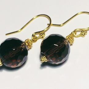 Forgyldt ørekroge med facet røgbrun slebet perler.  længde 2 cm