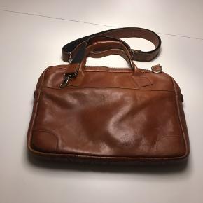 Brugt men fin computertaske fra Royal republic i brunt læder 42*30*6