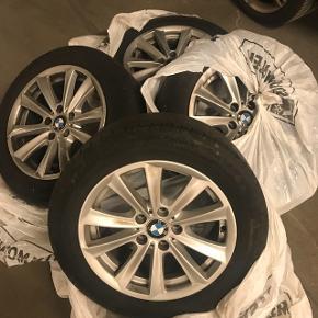 """Originale 17"""" BMW fælge med sommerdæk. Fejler ingenting. Er blevet brugt i én sæson. Kan afhentes i aalborg."""