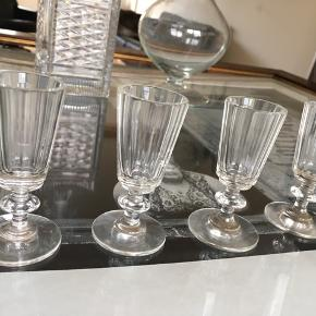 4 flotte gamle små glas glas til en lille en : )