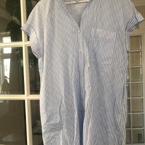 Fin skjortelomme fra zara str s, brugt en gang og er næsten som ny