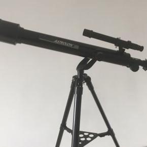 Stjernekikkert monteret på 114 cm treben.  Teleskop Astrolon 525 power.
