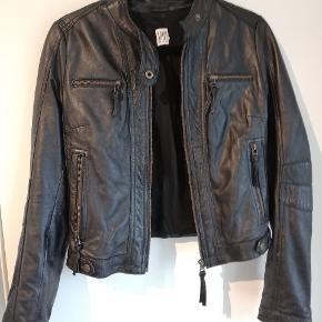 Læder jakke fra Saint tropez. Aldrig brugt.
