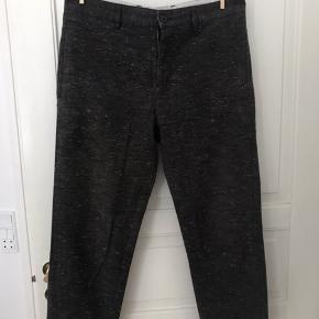 Gråmeleret Obey bukser. I rigtig god stand, næsten som nye.  Str. 32!   Kan hentes på Amagerbro eller i Lyngby. Ellers betaler køber fragt.