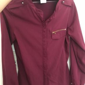 Fed skjorte fra vero moda. Str. S Aldrig brugt.  Sælges da den desværre er for stor til mig.  Nypris 179kr.