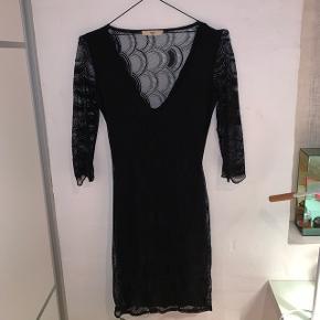 Sælger den lækre V skærings kjole fra Envii. Det er en str XS