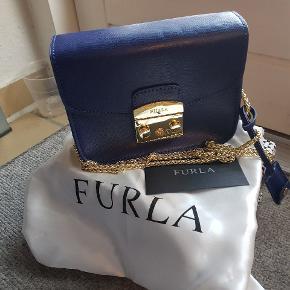 Læder  Box, dust bag, cards 👜 Ny pris  2010 DKK💰💸  https://www.furla.com/dk/en/eshop/woman/bags/furla-metropolis-BGZ7AREBW000ZCGQ.html?cgid=Woman-Bags&dwvar_BGZ7AREBW000ZCGQ_color=CGQ#section=9&item=13&start=1