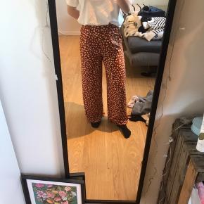Sælger disse bukser fra forever 21🌸 Snoren i bukserne kan tages ud, og de er aldrig brugt