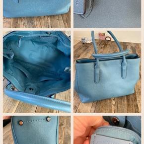 Helt ny ,super flot stor taske og smuk farve til efteråret. Den har været på armen 1 gang og fremstår spritny og nypris er 4000kr