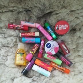 Sælger disse forskellige læbepomader og en enkelt håndsprit. Tag alt for 100 kr. inkl. fragt 1 ting, 10 kr. V
