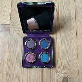 Kig også gerne mine andre annoncer :) sælger ud af min makeup samling (Jeffree Star, kat von d, Bobbi Brown, osv.) derudover sælger jeg også sko, tøj mm.   Farver: evidence, rockstar, last Call & haight