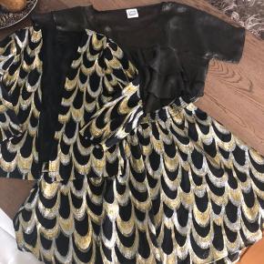 Jakke og nederdel fra K by S sælges som et sæt for 450kr