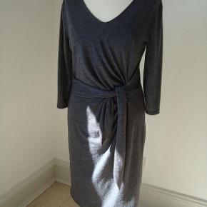 Draperet kjole med foer.  Fri fragt i efterårsferien.
