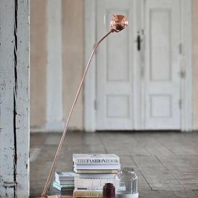 Smuk Frandsen Ball gulvlampe i kobber.