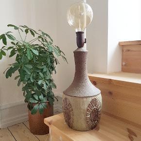 Stor og flot lampefod i keramik af Chris Haslev. Ingen skår. H 47 cm (til fatning). E27.