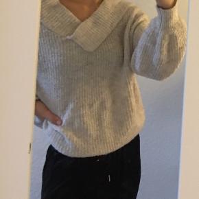 Sælger denne sweater fra new look den er super sød og dejlig   Passer en small