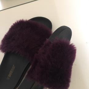Flotte fur slippers fra The White Brand, aldrig brugt, nypris 360