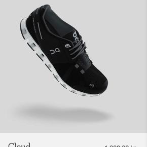 """On Running Model """"cloud""""  Ekstremt behagelige og berømte sportssko fra Schweiziske On.   Ny pris 1600kr i Østrig.  Str. 40 fitter en 39. Størrelsen er eneste grund til salget af disse :)  Brugt én gang"""
