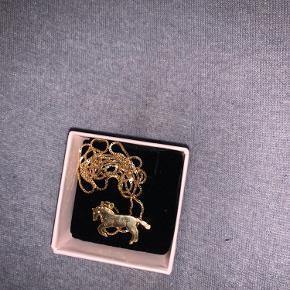 Halskæde med heste vedhæng kæden er 60 cm