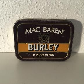 Tobaksdåse fra Mac Baren sælges.Kan bruges til smykker, ting og sager m.m. Pris 35 kr.
