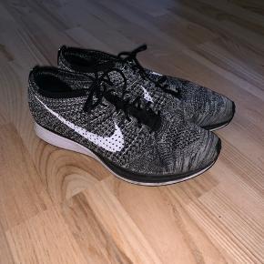 Nike Flyknit Racer Oreo.