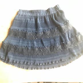 Feminin nederdel fra Ganni