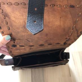 Smuk lædertaske med masser af detaljer. Købt i Marokko