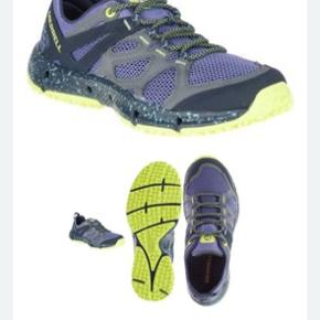 Fast pris. Lækre næsten Nye sko fra Merrell str 39, men jeg synes desværre de er for store til mig og passer nok nærmere str 39,5.  De er kun brugt få timer og rigtig gode at ha på! God kvalitet! Nypris 700kr.  Købt februar 2020 hos reporto sko.