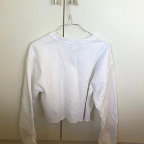 Cropped Sweatshirt fra mærket Reclaimed Vintage i str. S. Købt på Asos og brugt få gange