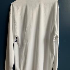 Unisex adidas langærmet t-shirt. Fremstår som helt ny.