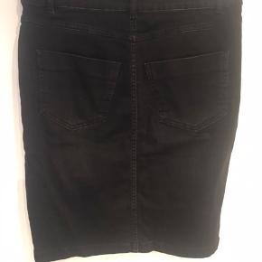 Fed nederdel med masser af stretch, brugt få gange