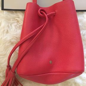 Lille taske fra DAY BIRGER ET MIKKELSEN  Materiale : ægte læder.  Aldrig brugt!!👜 Sender via Dao 37kr  Afhente på Amager  B Y T T E  I K K E !