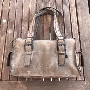 Flot rummelig taske fra Esprit