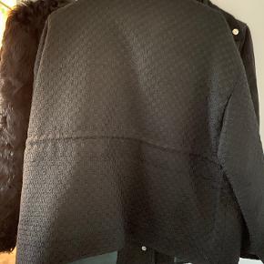 Flot jakke fra Meotine. Størrelse S/M. Aldrig brugt.