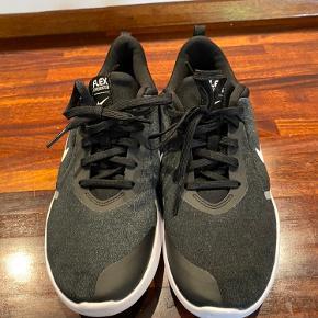 Super lækre Nike Flex sko, brugt 2 gange og er som nye.  Fast pris