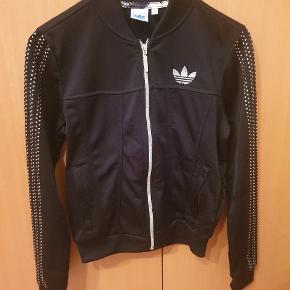 Super fed track jacket fra Adidas Originals.  Giv et bud