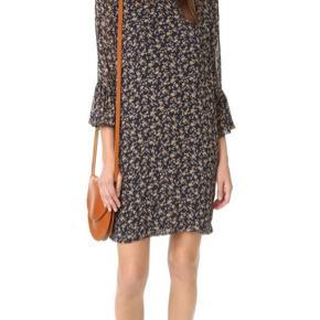 """Sælger denne smukke Ganni kjole.   Det er en størrelse S, og modellen hedder """"Bartlett Georgette"""".  Jeg mener, at nyprisen var omkring 1000 kr.  Flere billeder kan sagtens fremsendes :-)"""