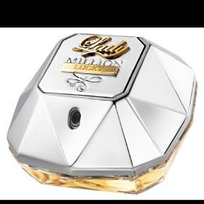 Helt ny Paco Rabanne Lucky Million Lucky Eau de Parfum 50 ml sælges da duften ikke er mig. Aldrig brugt. Dog pakket ud, kan derfor ikke byttes. Nypris er 599, vil gerne så tæt på nypris, men kom med et bud, skambud frabedes! Sendes ikke, men kan evt mødes i Aalborg C😊