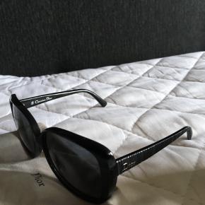 Velholdte Dior solbriller sælges da de ikke bruges mere.  Fast pris.   500 kr plus forsendelse