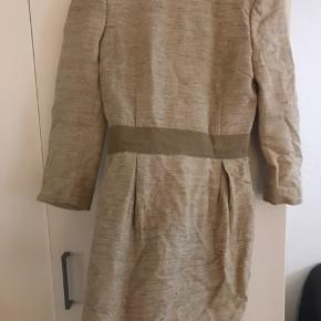 Fin kjole jeg aldrig har brugt men som bare har hængt i skabet. Kronprinsesse Mary er set i kjolen også