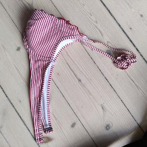 A skål HM bikini top - super charmerende mønster, men den er blot for lille