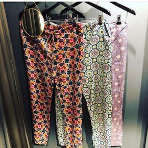 Fedeste hipede kafkan bukser  Aldrig brugt  Har i alle 3 farver