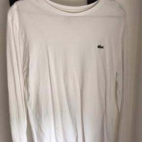 Lacoste langærmet T-shirt hvid i str S. Har aldrig brugt den kun lige prøvet den på. Kom med et bud😊